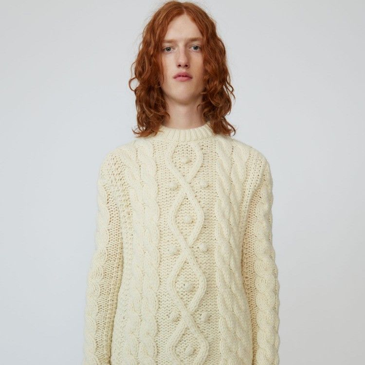 Cable knit sweater off white